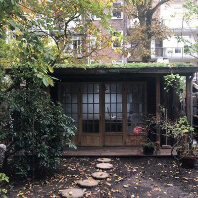 Oud hout verwerkt in tuinhuis