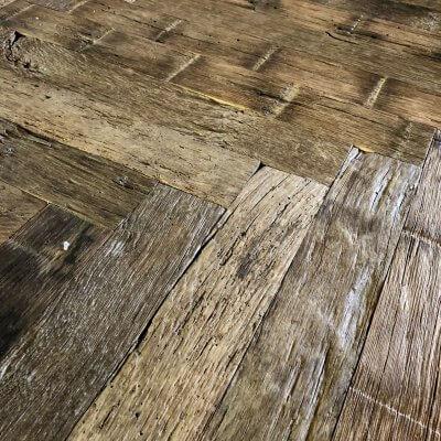 Oud eiken visgraat vloer