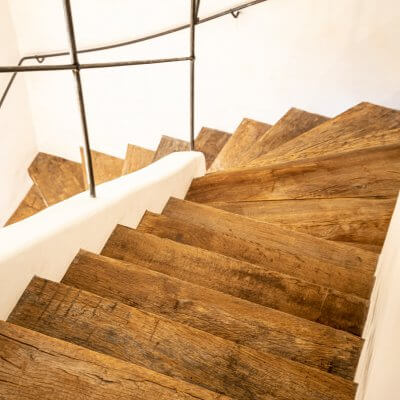 Traptredes van oud hout