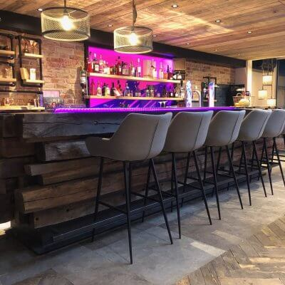 Bar gemaakt van oud eiken balken
