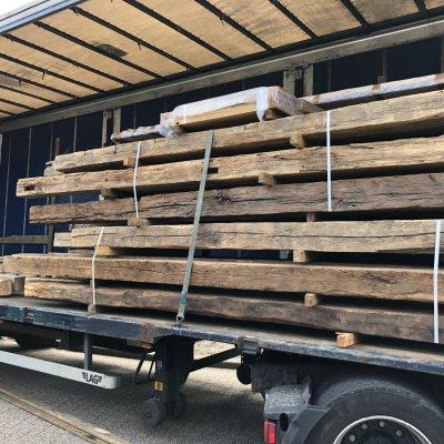 grote voorraad oud eiken hout