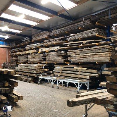 Grote voorraad historisch hout